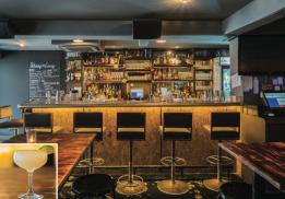 Bar: Skinny's Lounge